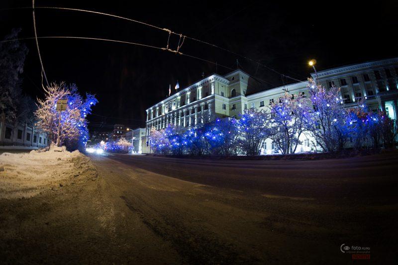 Какое-то центральное здание Мурманска. Типа Думы. Хочется надеяться, что там думают:)