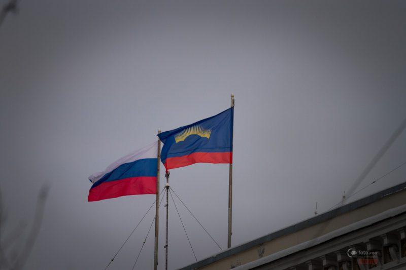 Флаг рашки и Мурманской области.